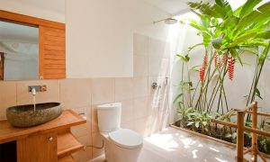 Surf WG Surfcamp Bali Private villa bathroom