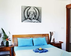 Surf WG Surfcamp Bali Private villa deluxe_queensizebed