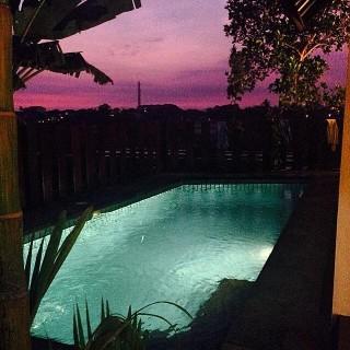 Schwimmbad Abend - Bali