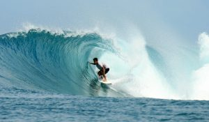 surfwg surf camp Bali – learn to surf the waves
