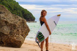 Surf WG Surfcamp Bali Surfergirl and er Board at Beach