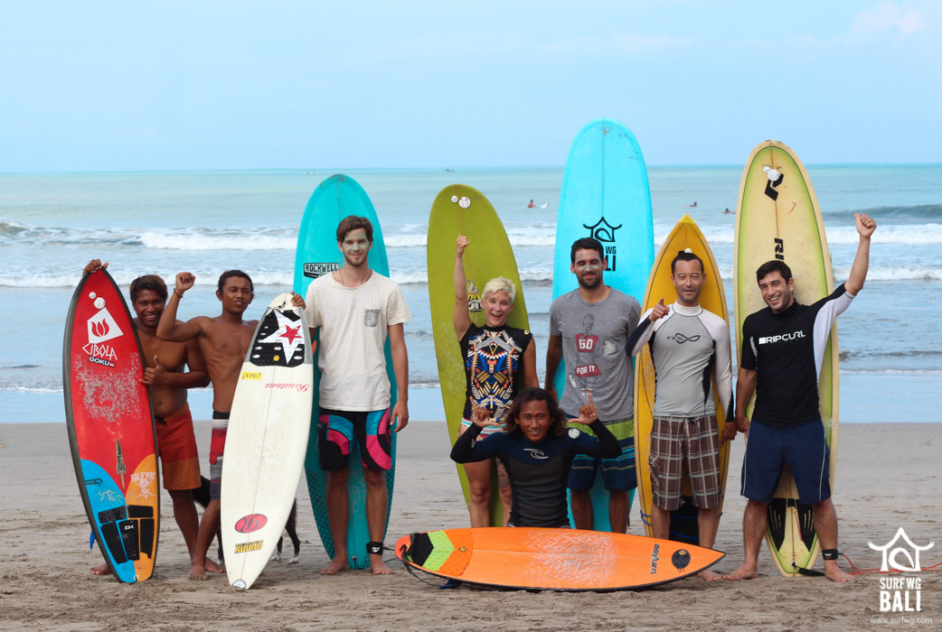 SurfWg Surfcamp Bali Surfgroup at the beach in Serangan