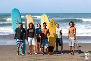 Surf Wg Surfcamp Bali Surfgroup at the beach in Kuta