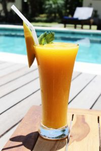 Surf WG Surfcamp Bali Juice at the pool surf camp
