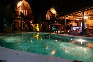 Surf WG surfcamp Bali Camp at night at the pool