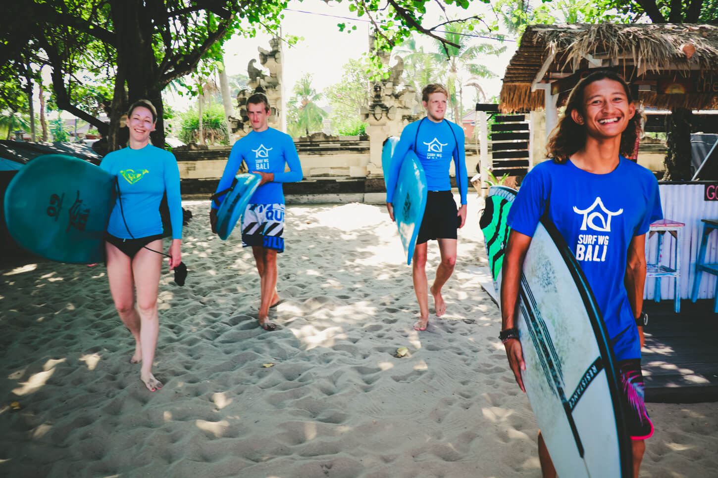SurfWG Bali surf camp Risky and guests on the way to the beach