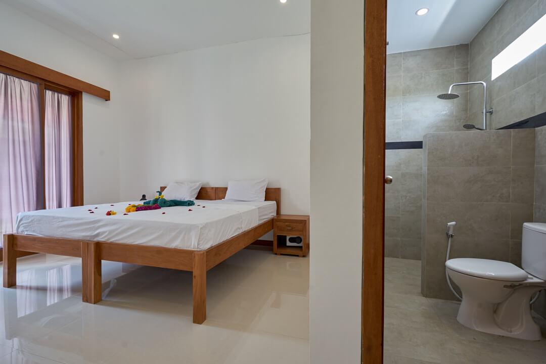Villa Baru Innenbereich Zimmer SurfWG Bali Surfcamp Canggu